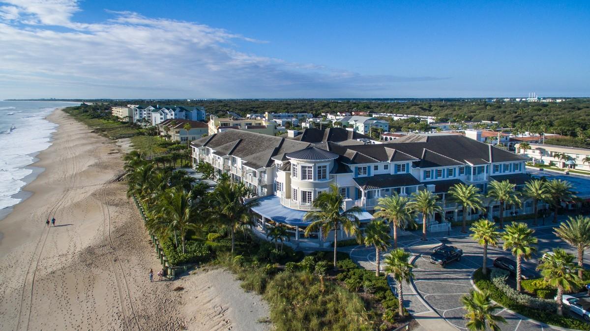 Appartement en copropriété pour l Vente à Ocean Park Penthouse with Panoramic Views 1010 Easter Lily Lane, #204 Vero Beach, Florida, 32963 États-Unis