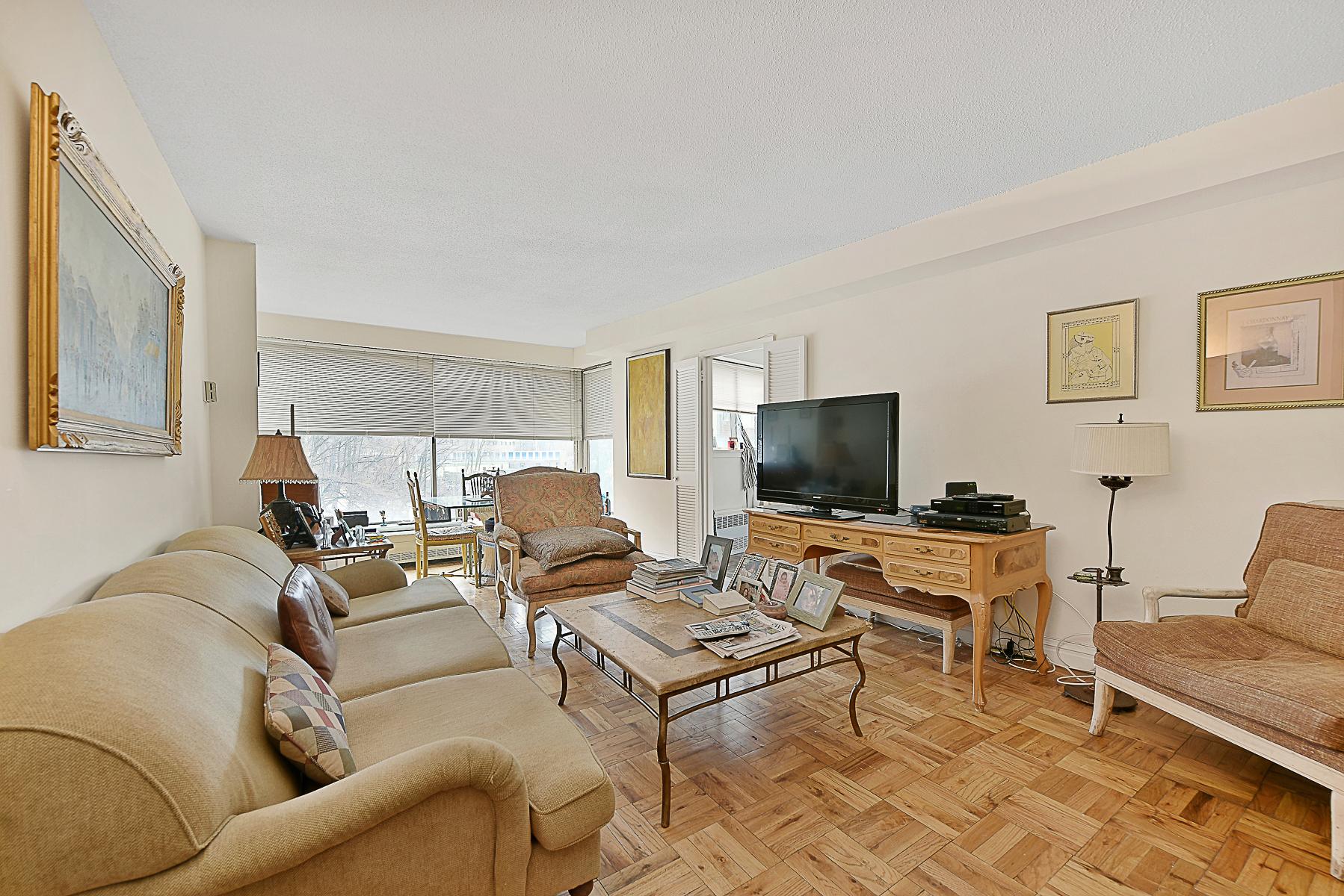 Nhà chung cư vì Bán tại CHARMING 1 BR CONDO WITH FULL-SERVICE AMENITIES 4465 Douglas Avenue 8M Riverdale, New York, 10471 Hoa Kỳ