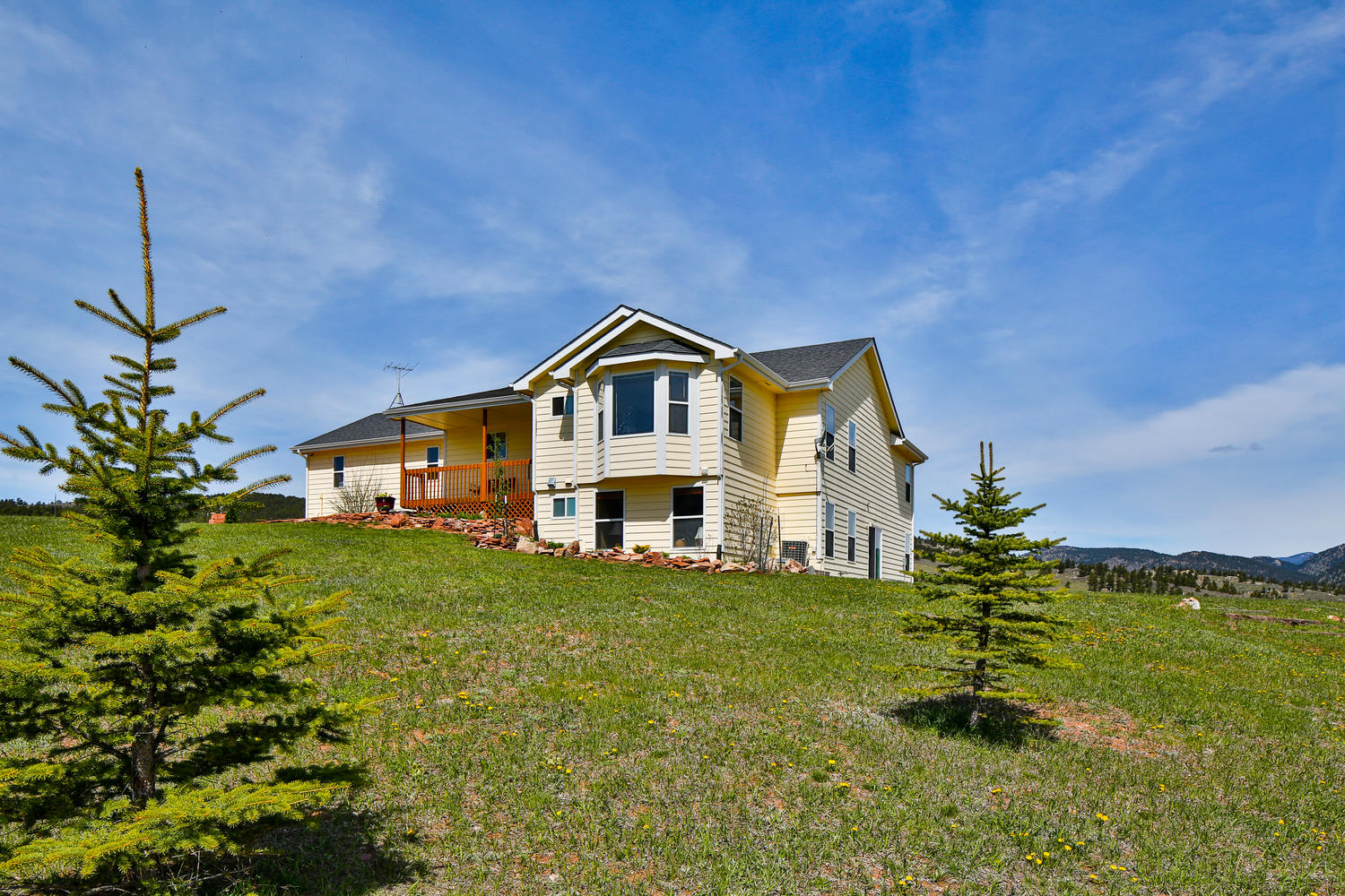 Single Family Home for Active at Lakefront Home on 36+ Acres 831 Cattle Drive Rd Loveland, Colorado 80537 United States