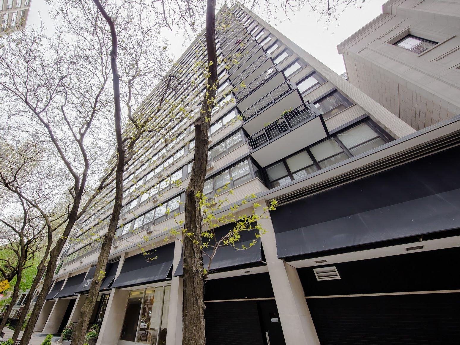 Condomínio para Venda às Expect to Impress! 33 E Cedar Street Unit 19AB Near North Side, Chicago, Illinois, 60611 Estados Unidos