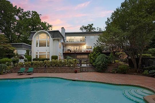 Casa Unifamiliar por un Venta en Prestigious East Hill 72 Eisenhower Dr, Cresskill, Nueva Jersey 07626 Estados Unidos