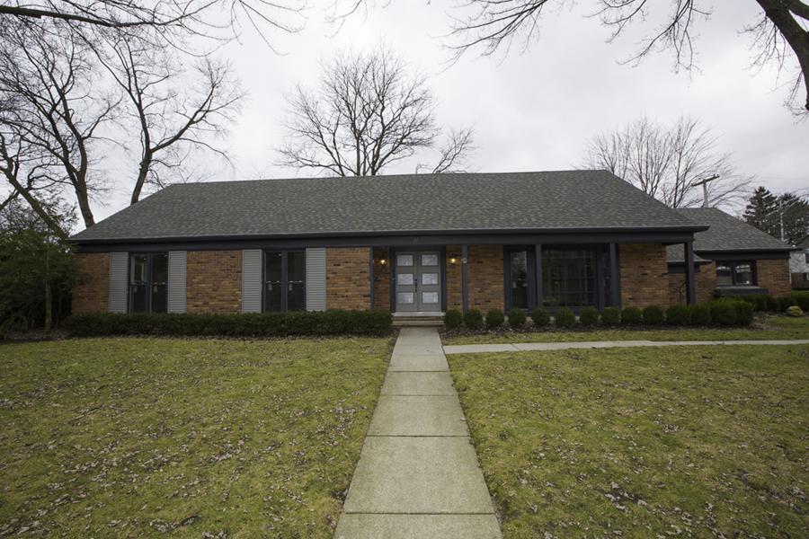 Частный односемейный дом для того Продажа на Grosse Pointe Shores 61 N Duval Road Grosse Pointe Shores, Мичиган, 48236 Соединенные Штаты