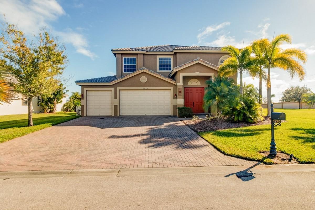 Vivienda unifamiliar por un Venta en Wonderful Pool Home in Diamond Lake 1220 Amethyst Dr Vero Beach, Florida, 32968 Estados Unidos