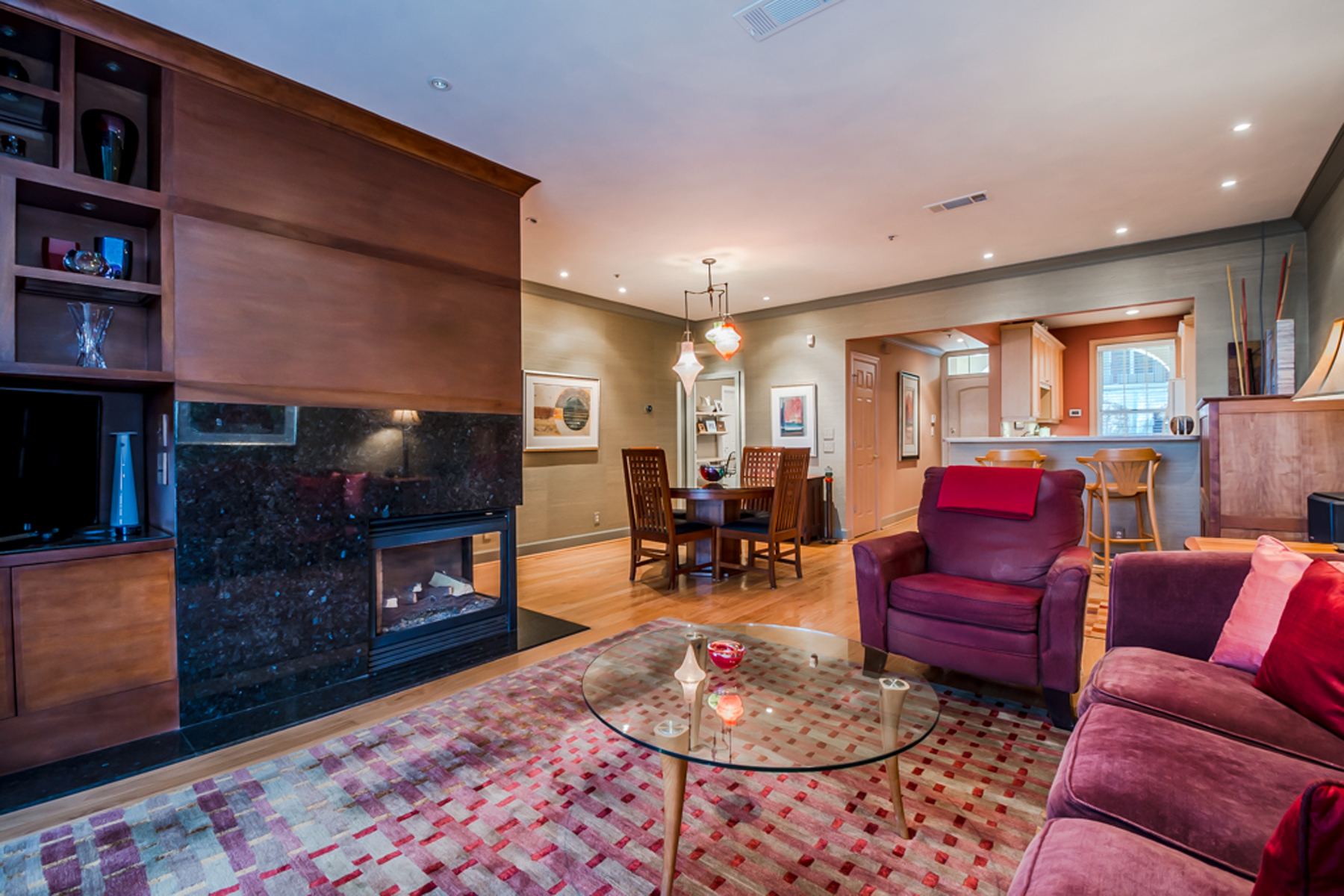 コンドミニアム のために 売買 アット A Two Bedroom Showplace With Furniture Quality Finishes 3101 Howell Mill Road Unit 205 Atlanta, ジョージア, 30327 アメリカ合衆国