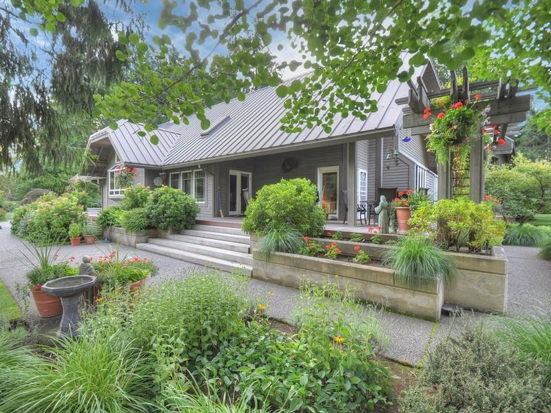 Single Family Home for Sale at Packwood Estate 164 Johnson Creek Road Packwood, Washington 98377 United States