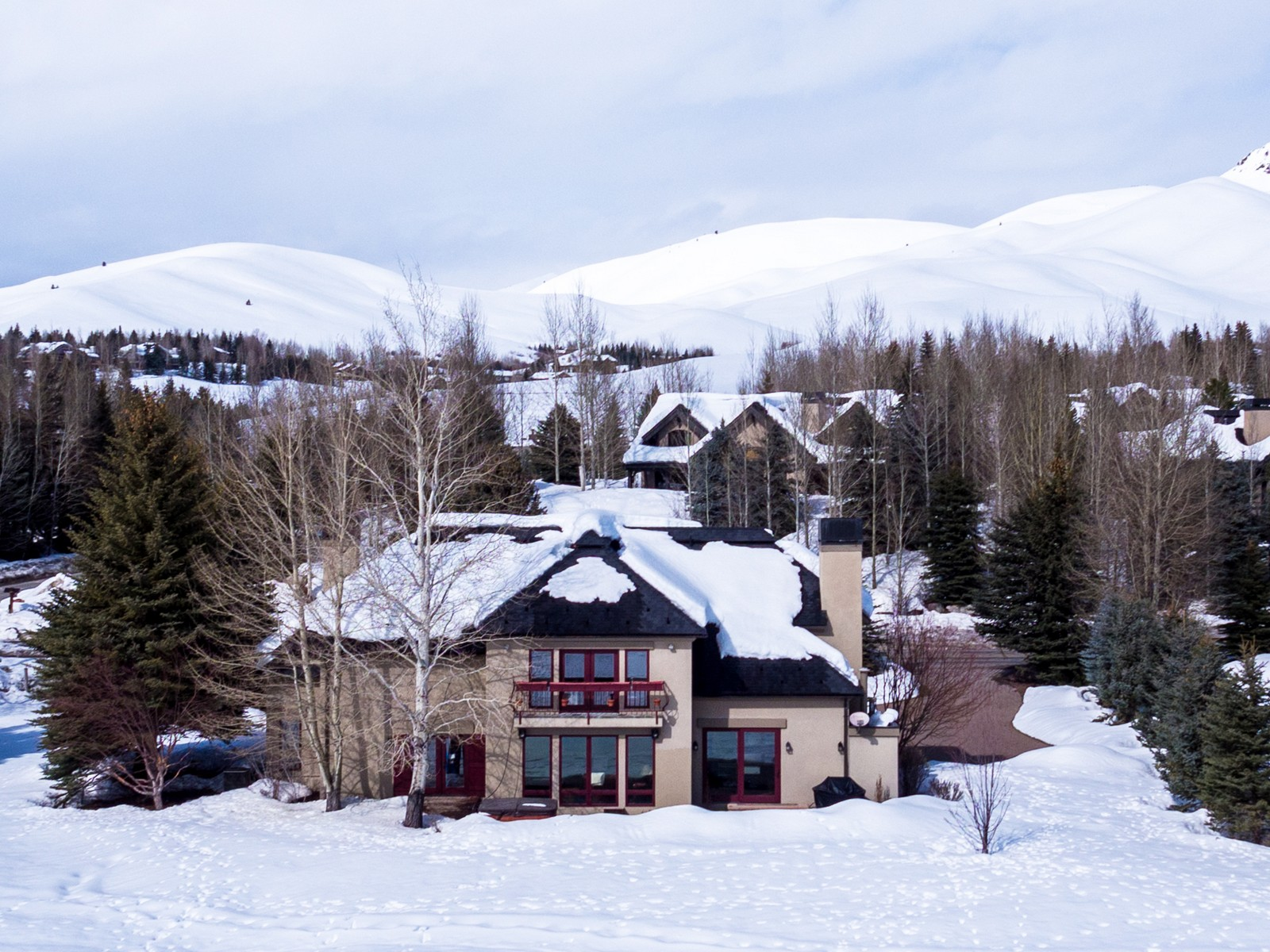 Casa Unifamiliar por un Venta en Stunning Elkhorn Golf Course Views 104 Elkhorn Rd Sun Valley, Idaho, 83353 Estados Unidos