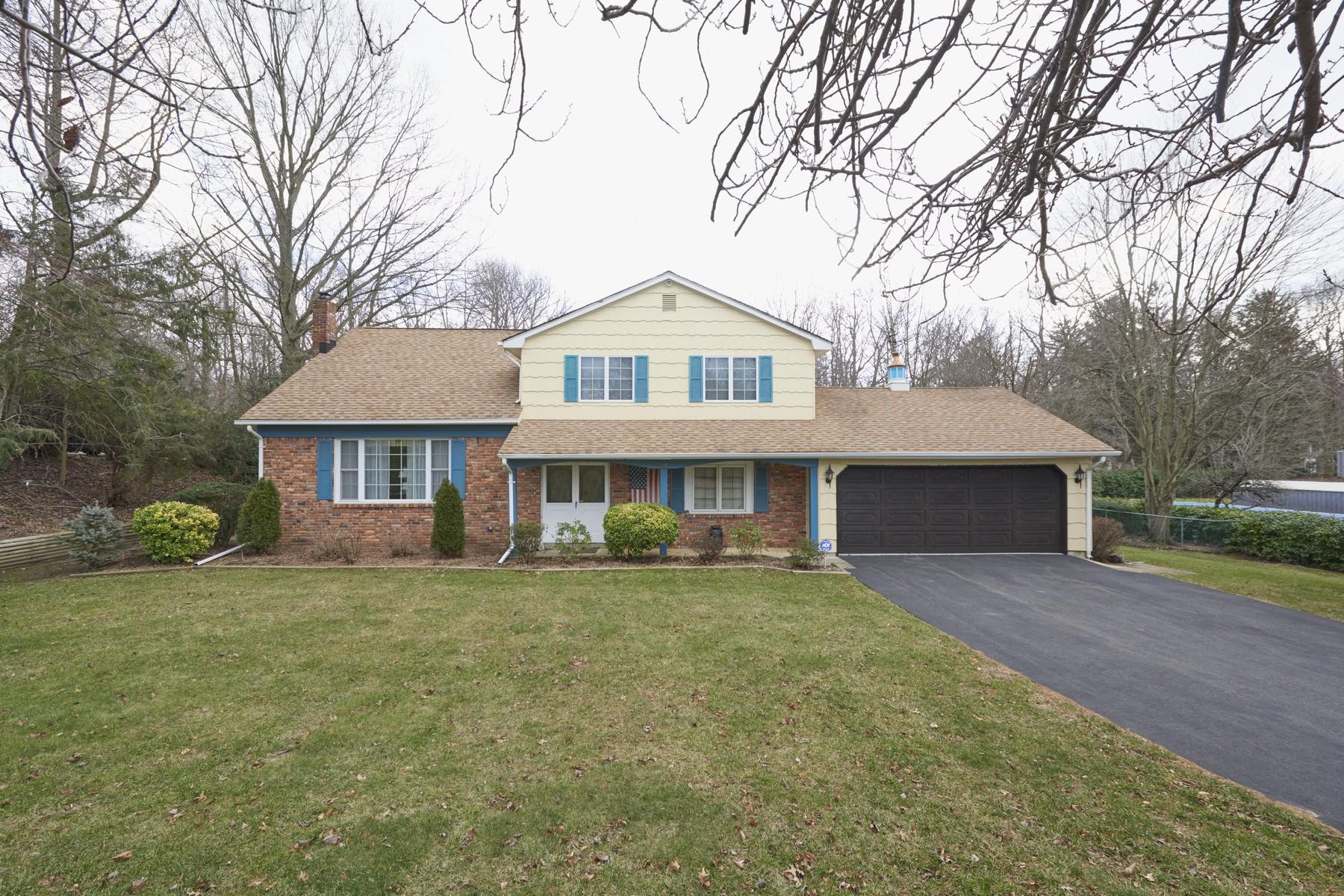 Casa Unifamiliar por un Venta en Colonial Split 14 Decker Drive Leonardo, Nueva Jersey 07737 Estados Unidos