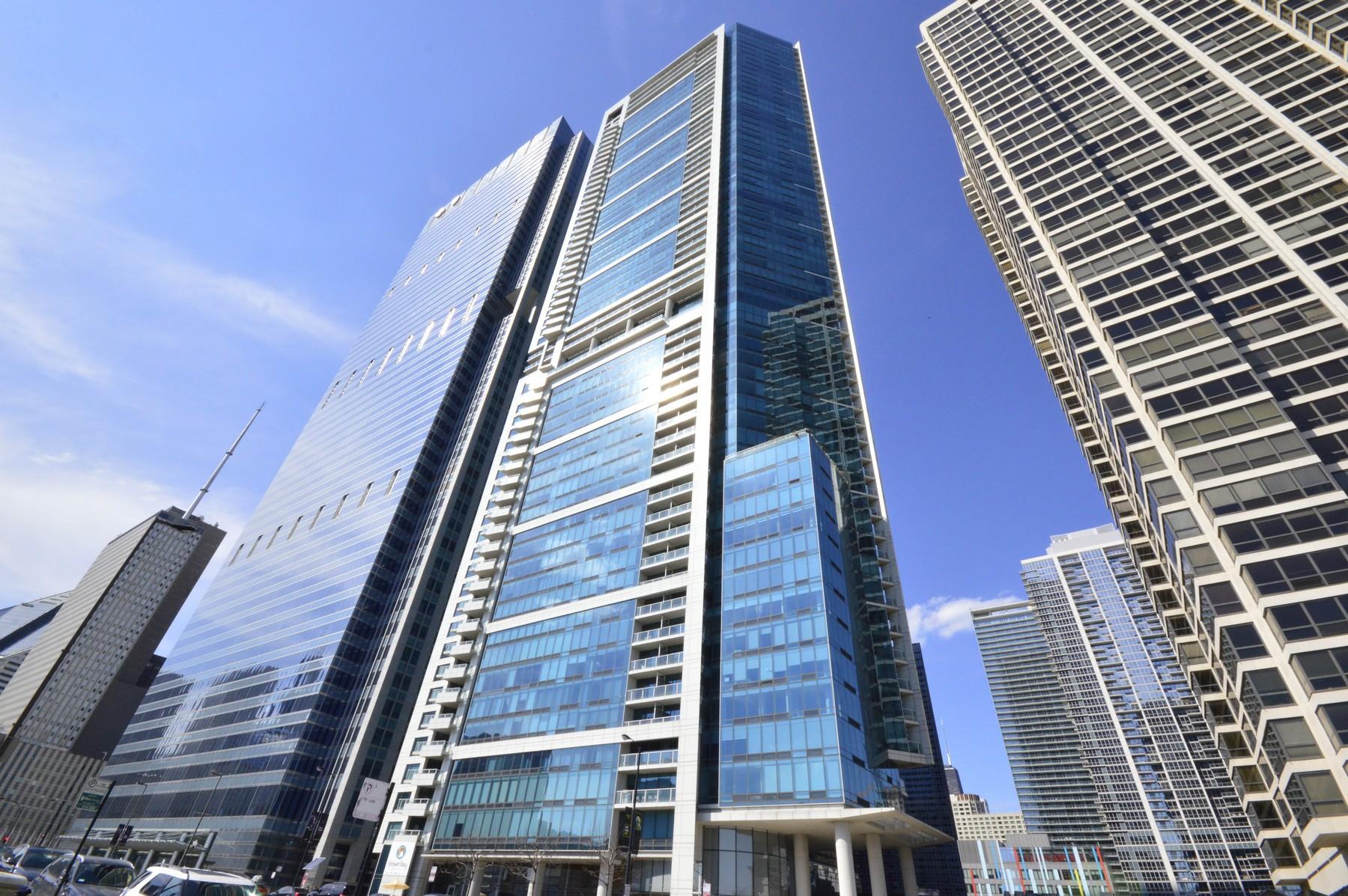 Eigentumswohnung für Verkauf beim Unparalleled Views in Prestigious Building 340 E Randolph Street Unit 501 Chicago, Illinois, 60601 Vereinigte Staaten
