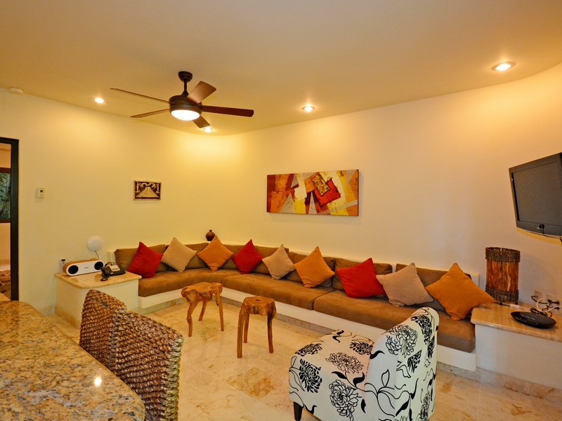 Additional photo for property listing at LUXURIOUS BALINESE STYLE APARTMENT Oceanfront,  Santuary Level, El Taj Calle 1era Nte, entre 12 y 14 Nte. Playa Del Carmen, Quintana Roo 77710 Mexico