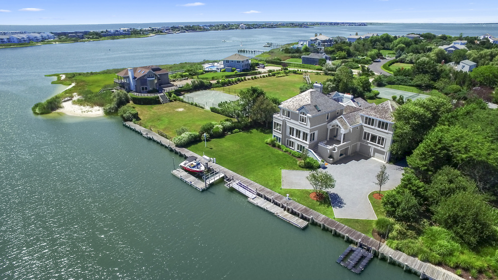 Частный односемейный дом для того Продажа на Magnificent Waterfront Estate in Westhampton Beach Village 24 Stacy Drive Westhampton Beach, Нью-Йорк, 11978 Соединенные Штаты