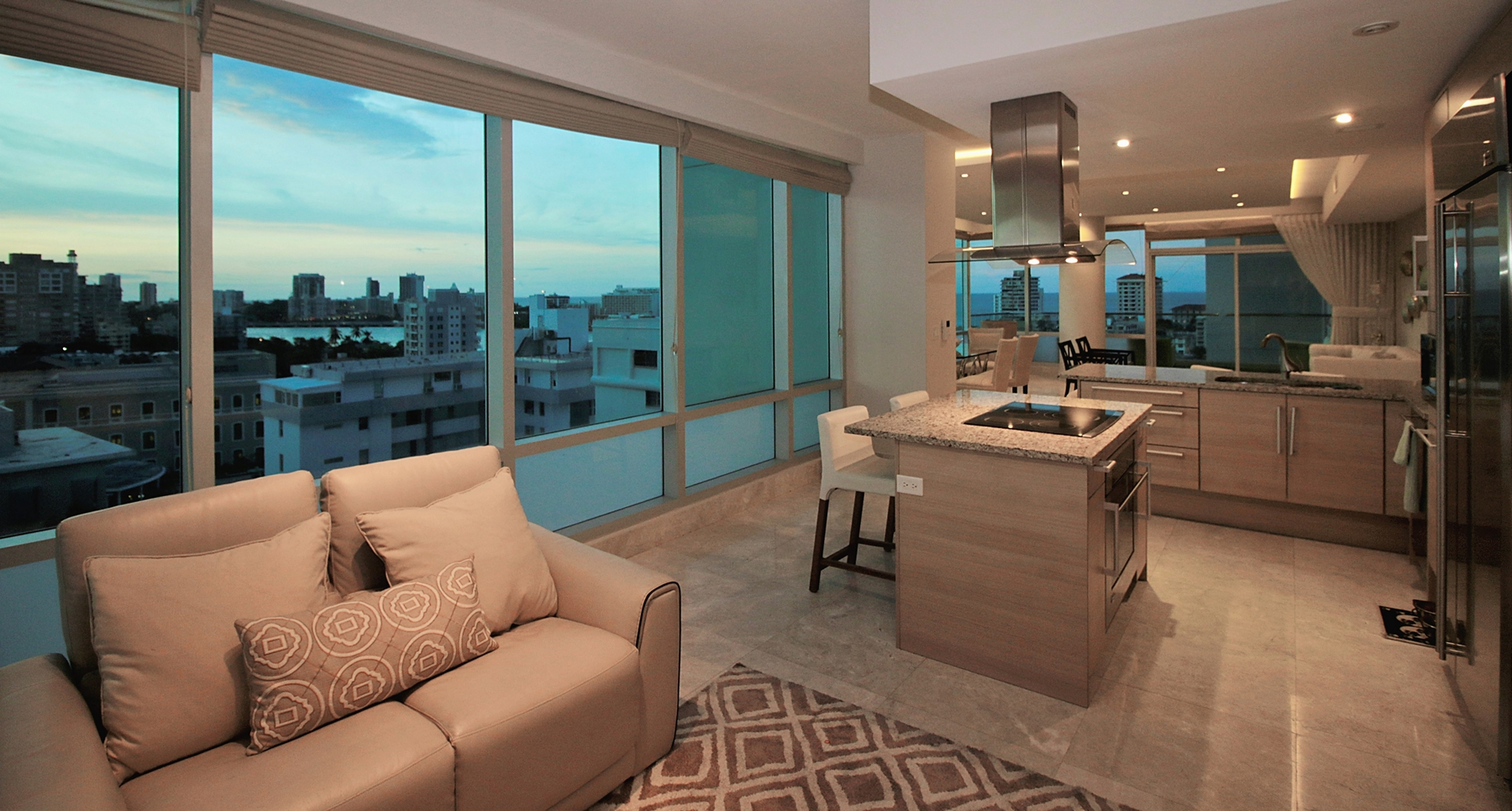 Additional photo for property listing at Boundless Ocean View Contemporary 555 Calle Monserrate apt 10D San Juan, 00907 Puerto Rico
