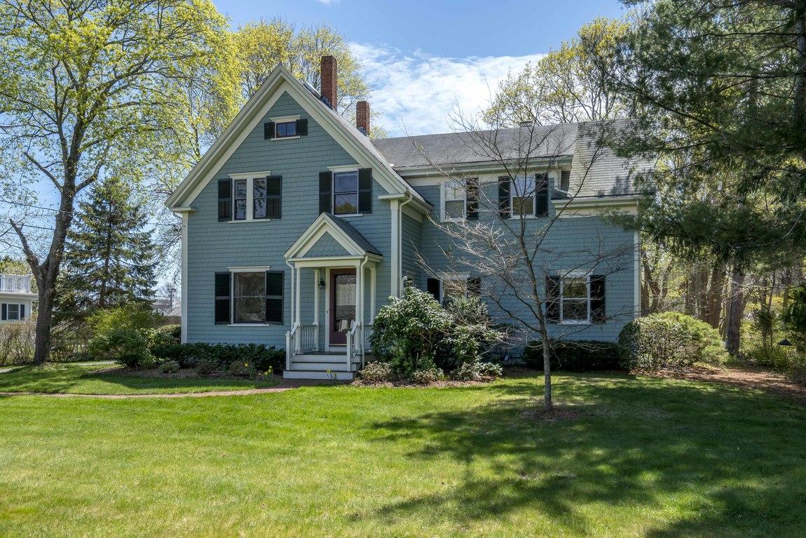 Частный односемейный дом для того Продажа на Victorian 201 Saint George St Duxbury, Массачусетс, 02332 Соединенные Штаты