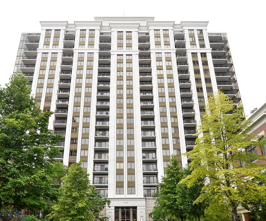 Condominium for Sale at Upgraded South Loop Home 1322 S Prairie Avenue Unit 806 Chicago, Illinois 60605 United States