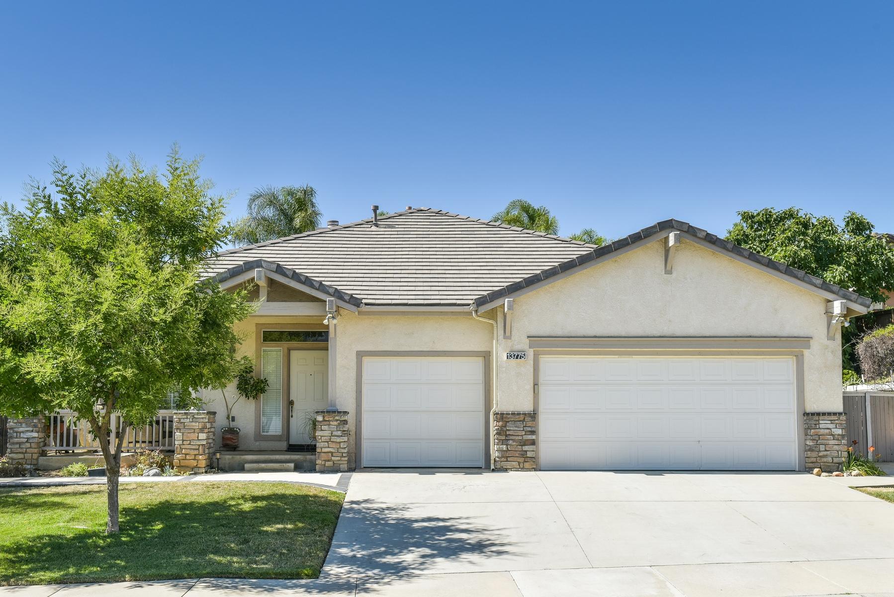 Maison unifamiliale pour l Vente à 13775 Palomino Creek Drive, Corona Corona, Californie, 92883 États-Unis