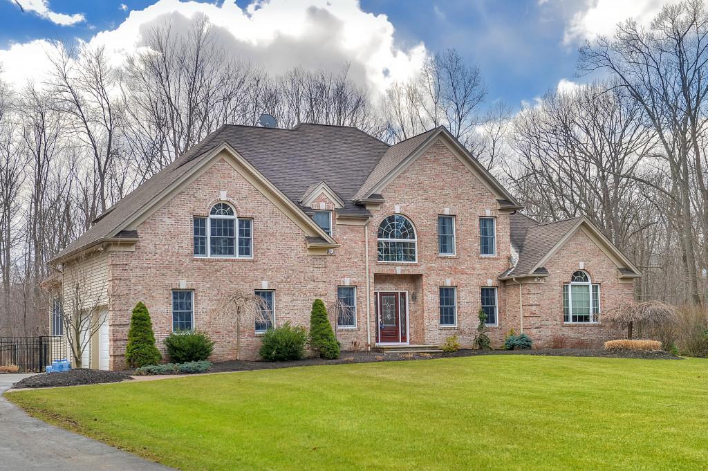 Частный односемейный дом для того Продажа на Custom Colonial 13 E Hidden Valley Court Andover, 07860 Соединенные Штаты