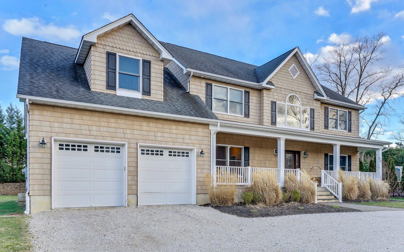 Casa para uma família para Venda às Exquisitely Designed Shore Colonial 304 Old Bridge Road Brielle, Nova Jersey, 08730 Estados Unidos