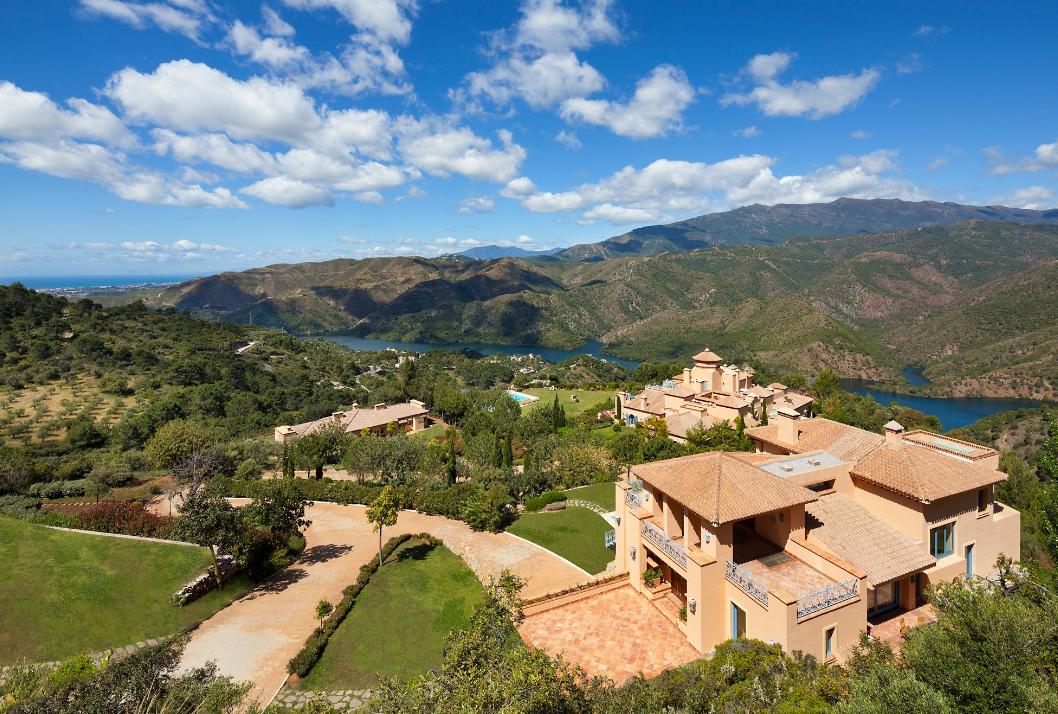 Casa Unifamiliar por un Venta en Finca Sagitario is nestled in Sierra de Las Nieves Park of Biosphere Reserve Marbella, Andalucia, España