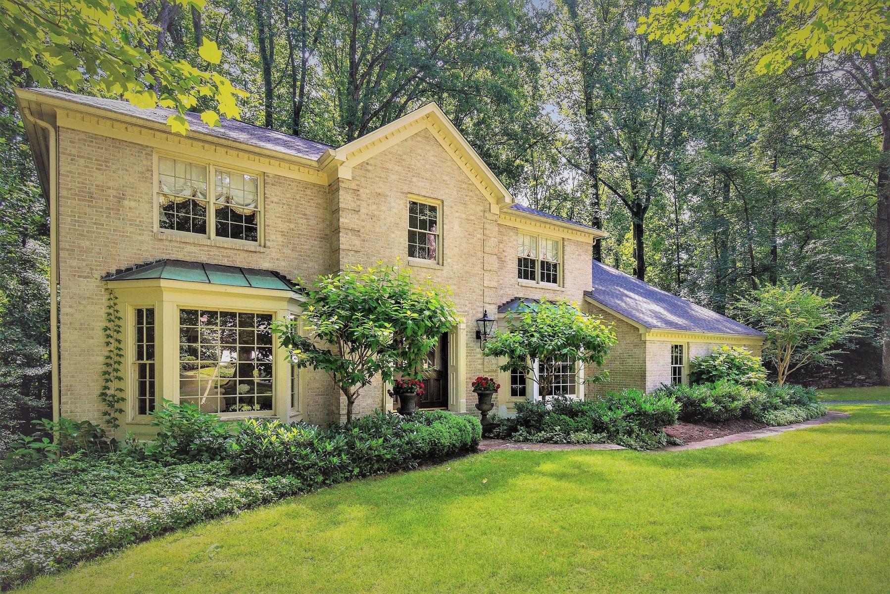 一戸建て のために 売買 アット Elegantly Appointed Wendover Colonial 10162 Clover Glen Dr Vienna, バージニア 22181 アメリカ合衆国