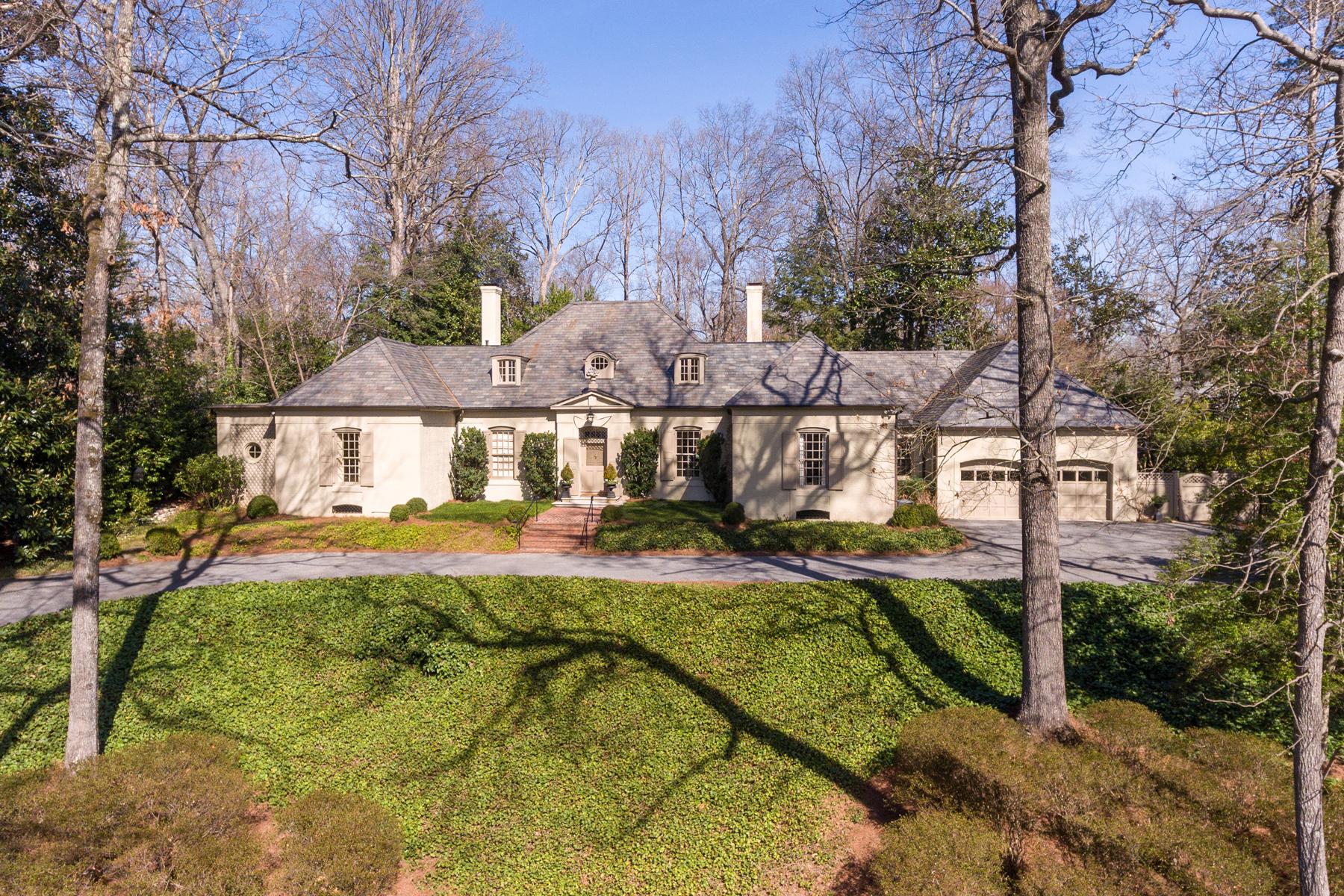 Maison unifamiliale pour l Vente à Handsome Home In Kingswood 3517 Dumbarton Road NW Kingswood, Atlanta, Georgia, 30327 États-Unis