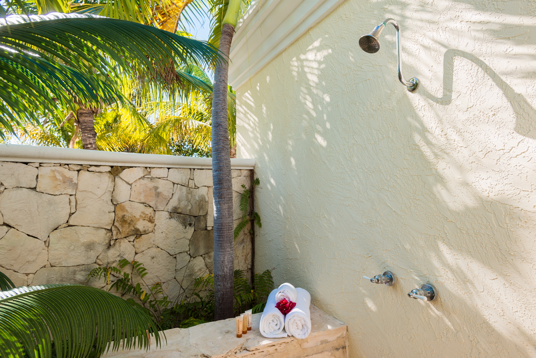 Additional photo for property listing at Villa Alizee Beachfront Chalk Sound, 普罗维登夏 TCI BWI 特克斯和凯科斯群岛