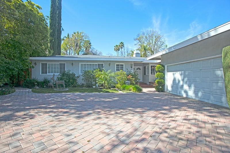 Single Family Home for Sale at 5133 Mecca Ave Tarzana, California 91356 United States