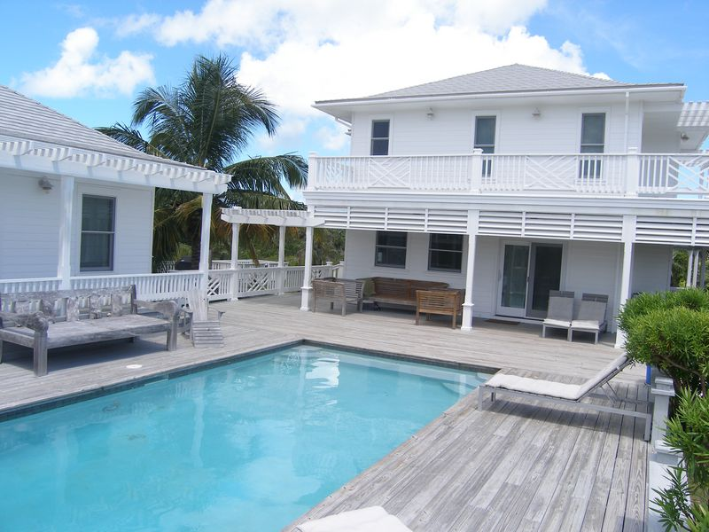 Einfamilienhaus für Verkauf beim Miss Ruby Governors Harbour, Eleuthera, Bahamas