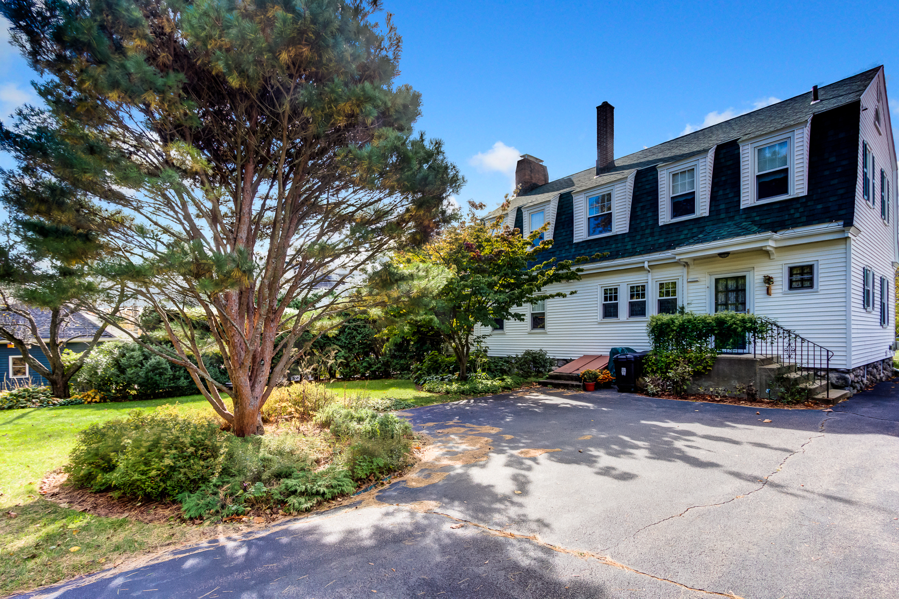 Additional photo for property listing at Charming Gambrel Home 73 Congress Street Milford, Massachusetts 01757 United States