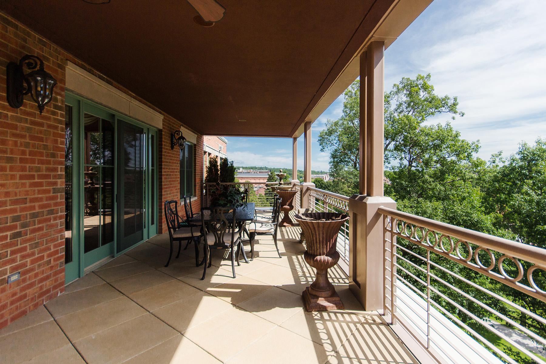 Condominio por un Venta en Park Place Condo 268 Broadway Unit 504 Saratoga Springs, Nueva York 12866 Estados Unidos