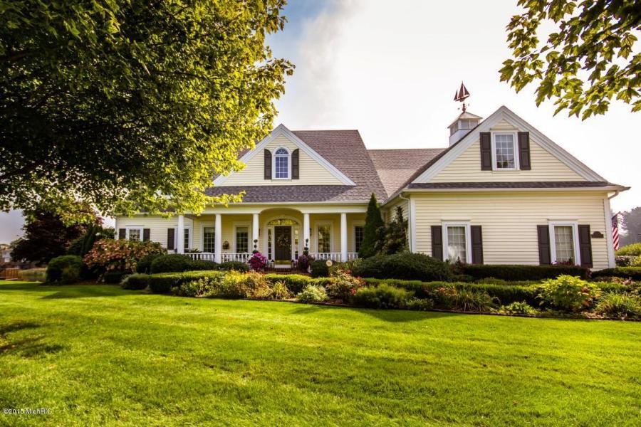 Maison unifamiliale pour l Vente à Discreet and Captivating Sophistication 91 Bay Circle Holland, Michigan, 49424 États-Unis