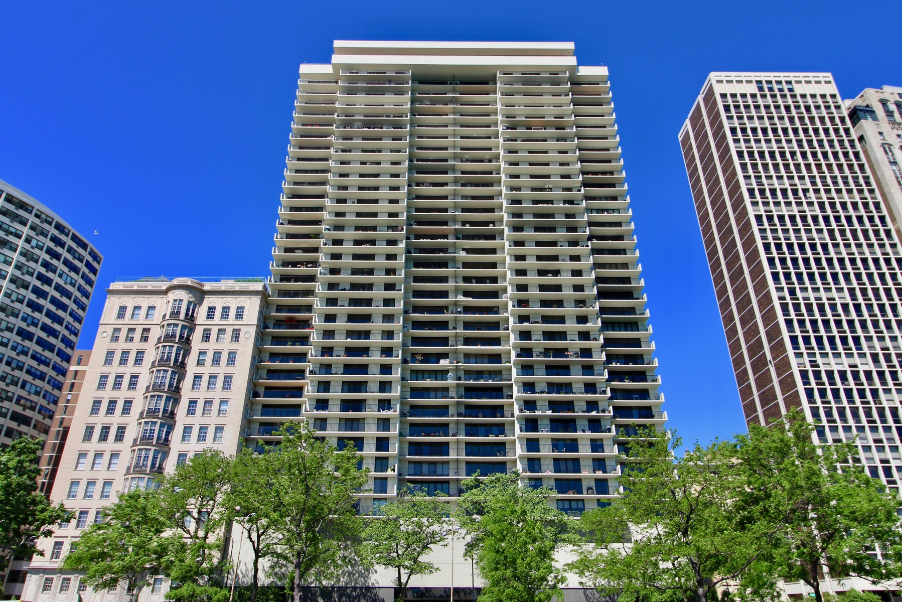 共管物業 為 出售 在 Fabulous Lake Front Apartment 1212 N Lake Shore Drive Unit 33AS Near North Side, Chicago, 伊利諾斯州, 60610 美國