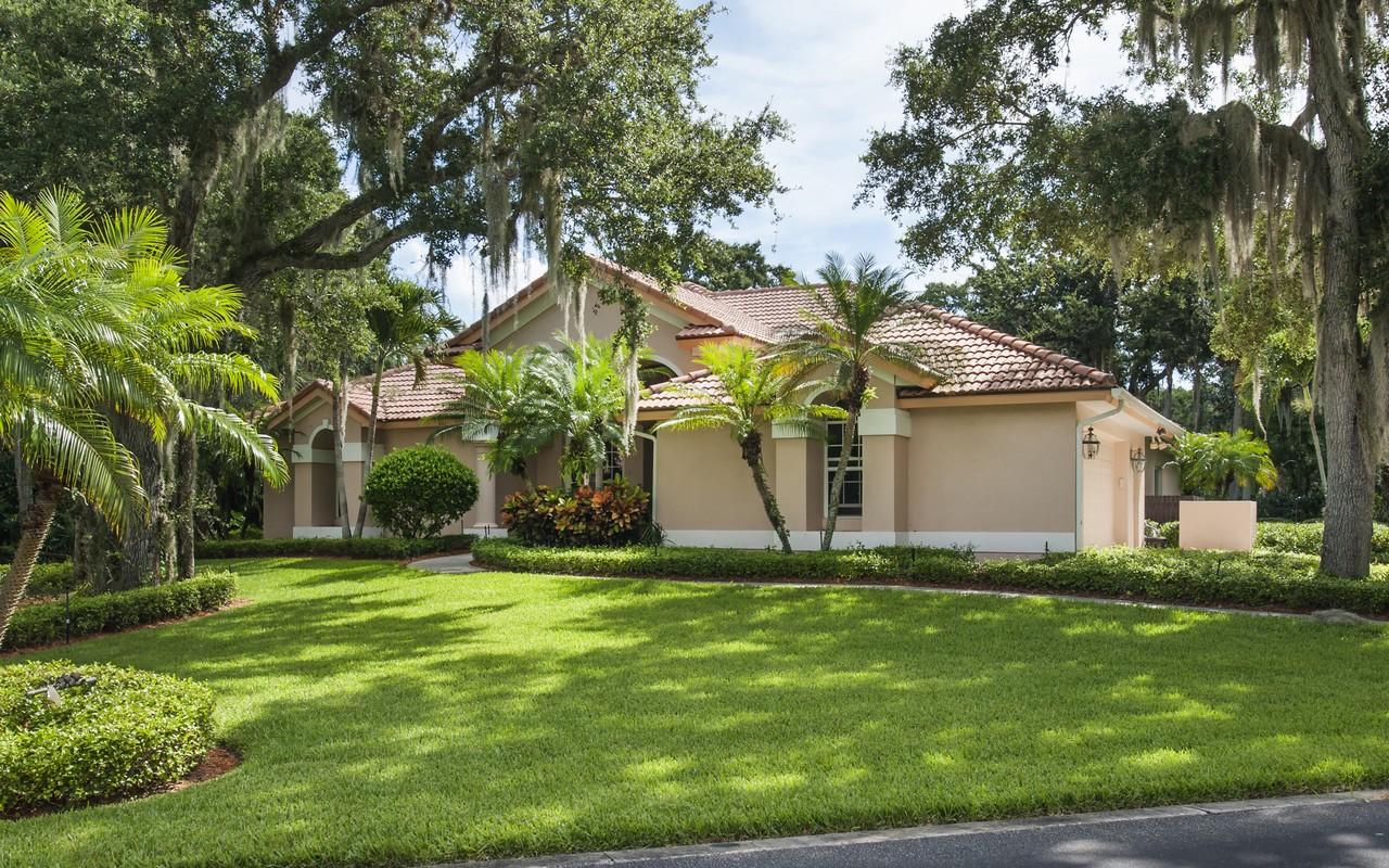 Moradia para Venda às Beautiful Lakefront Pool Home in Marbrisa 621 Marbrisa River Lane Vero Beach, Florida, 32963 Estados Unidos