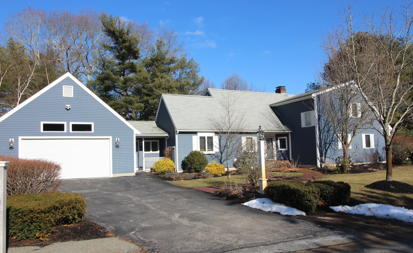 Single Family Home for Sale at Bright, Open, & Gleaming Home 177 Edgewater Drive Pembroke, Massachusetts 02359 United States