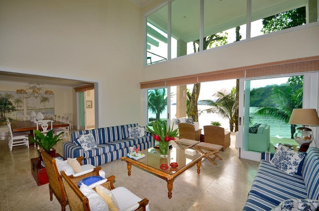 Частный односемейный дом для того Продажа на Waterfront House Rua Barra Rio Santos Angra Dos Reis, Рио-Де-Жанейро, 23913-060 Бразилия