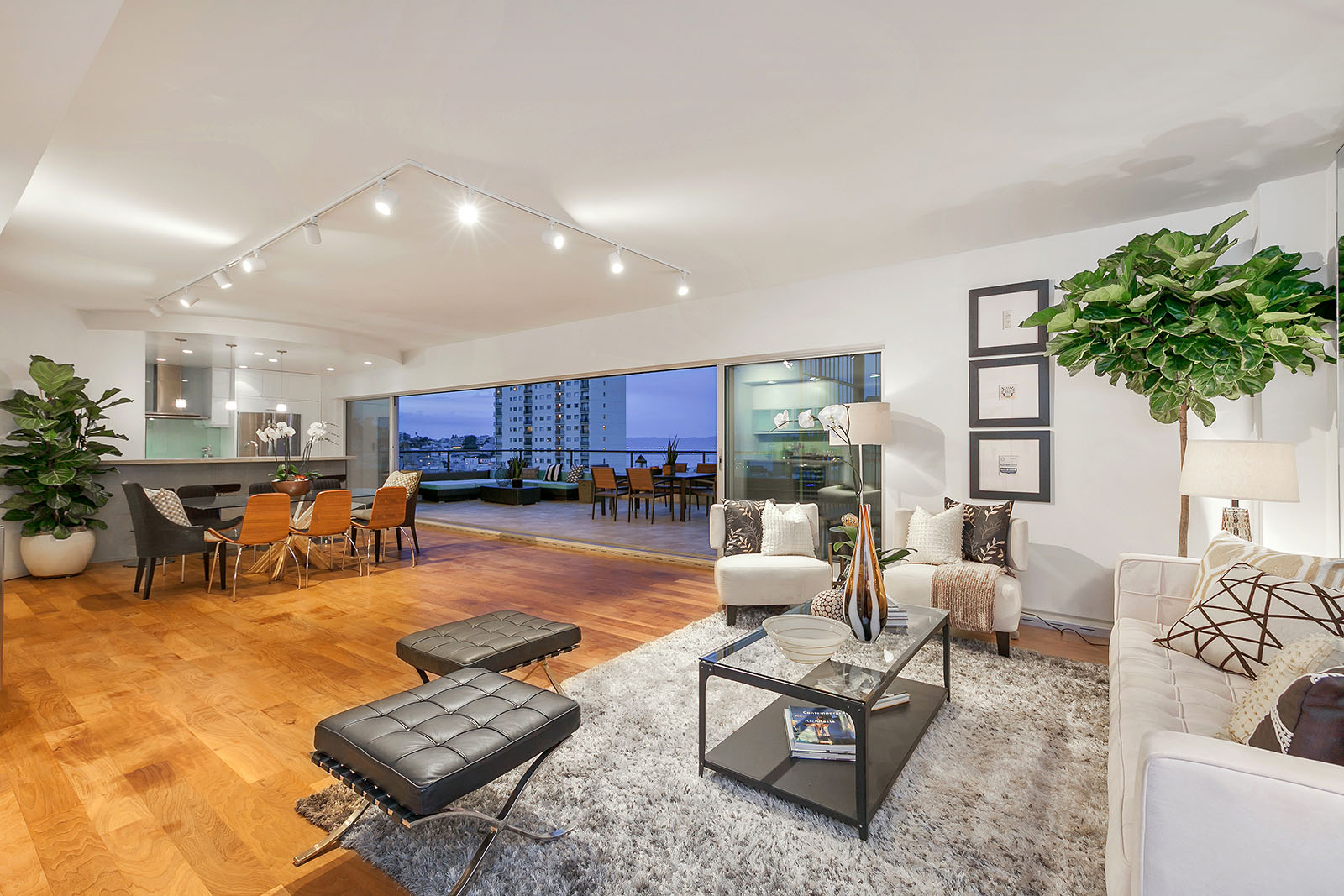 Single Family Home for Sale at Exceptional Nob Hill Residence 30 Miller Place #1 San Francisco, California 94108 United States