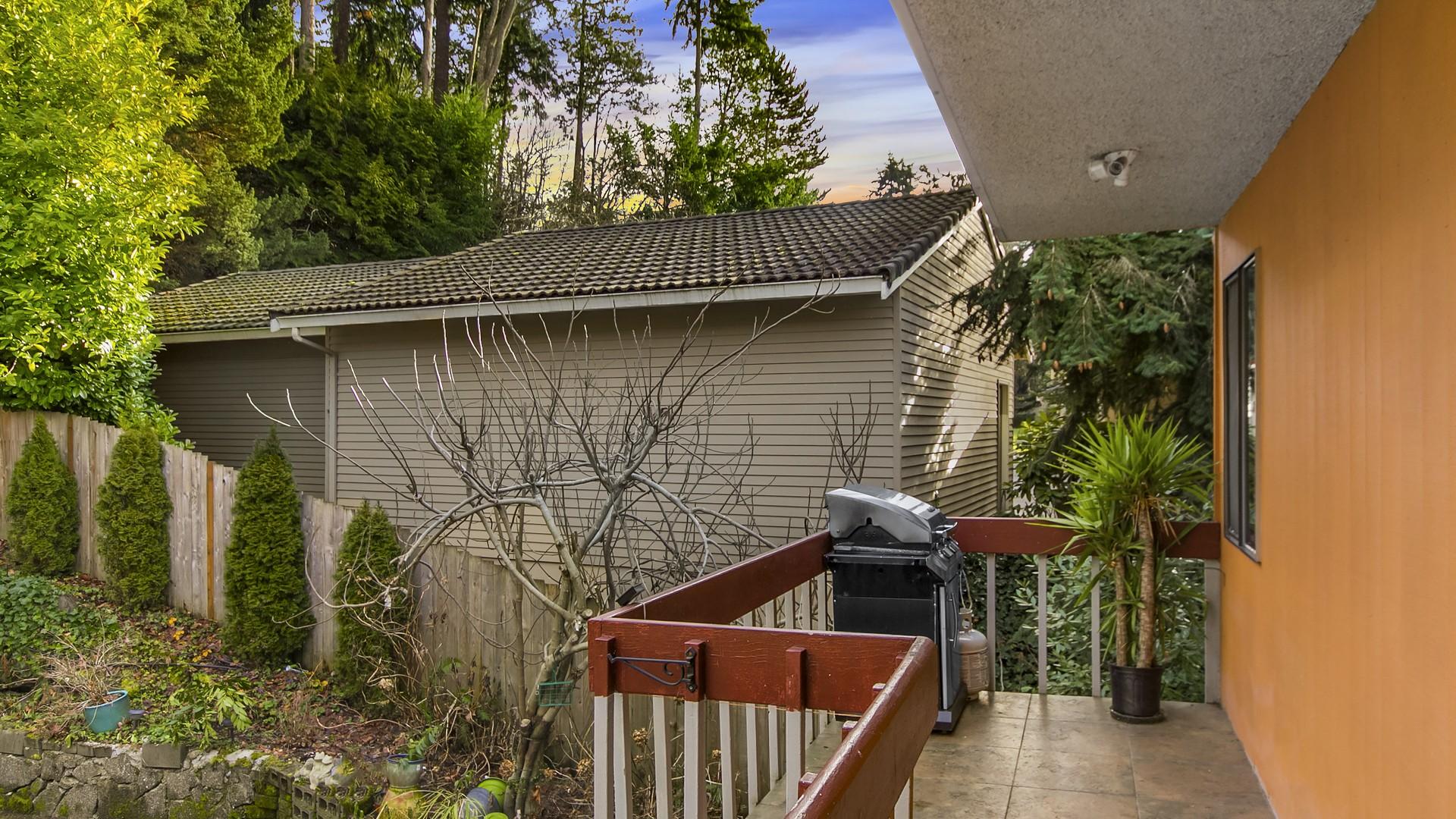 Additional photo for property listing at Multi-Family Residential Land 5210 Lake Washington Blvd Kirkland, Washington 98033 United States