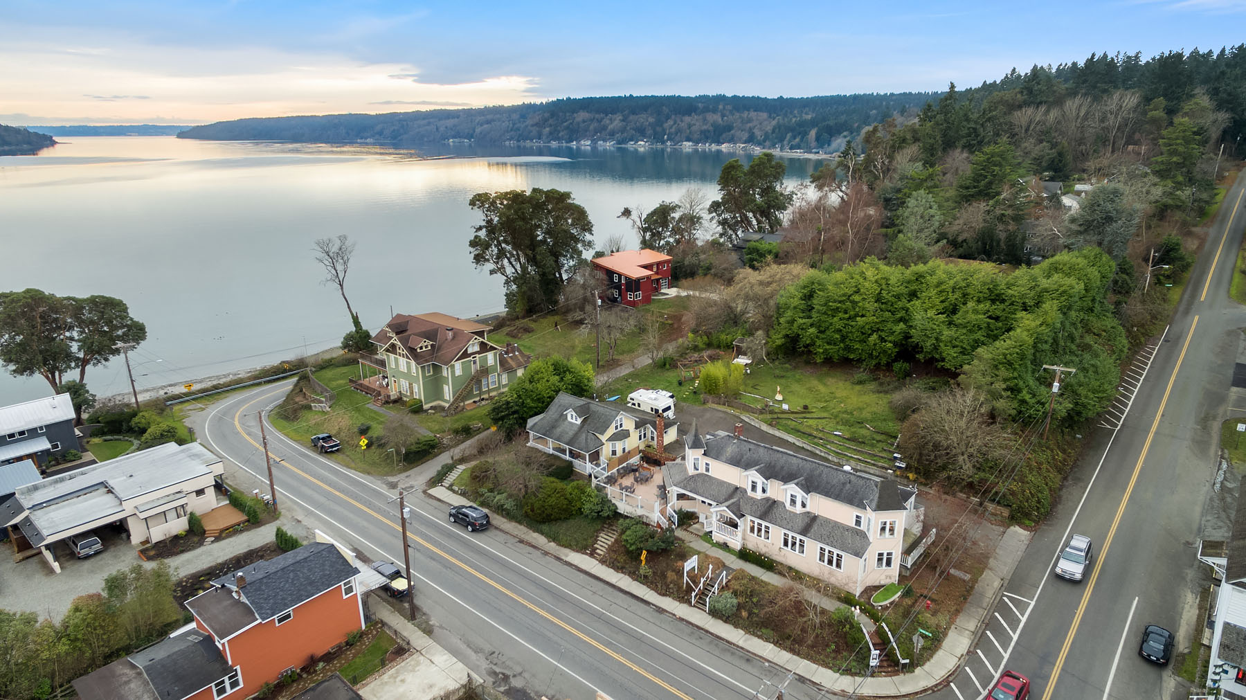 Commercial for Sale at The Burton Inn 24007 Vashon Hwy SW Vashon, Washington 98070 United States