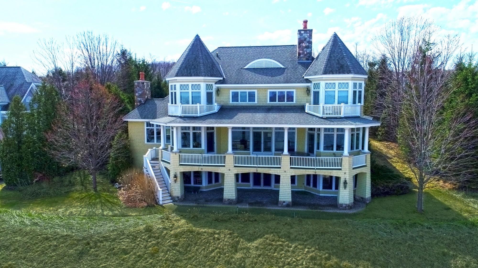 Casa para uma família para Venda às Shores II, unit 1 4480 Vista Drive Bay Harbor, Michigan, 49770 Estados Unidos