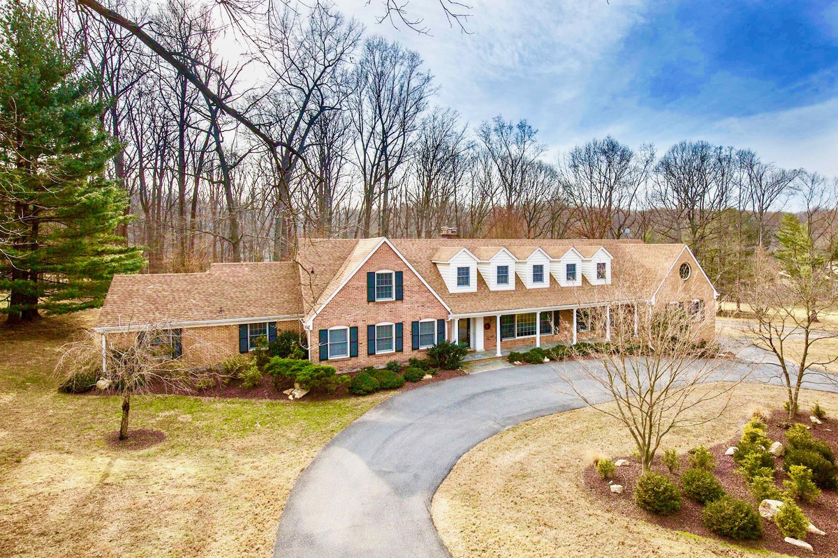 Single Family Home for Sale at 8821 Belmart Road 8821 Belmart Road Potomac, Maryland 20854 United States