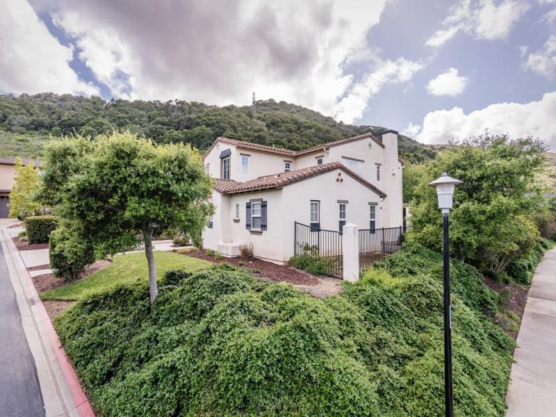 Moradia para Venda às Desirable Spanish Style Home 1960 Estrella Court San Luis Obispo, Califórnia, 93401 Estados Unidos