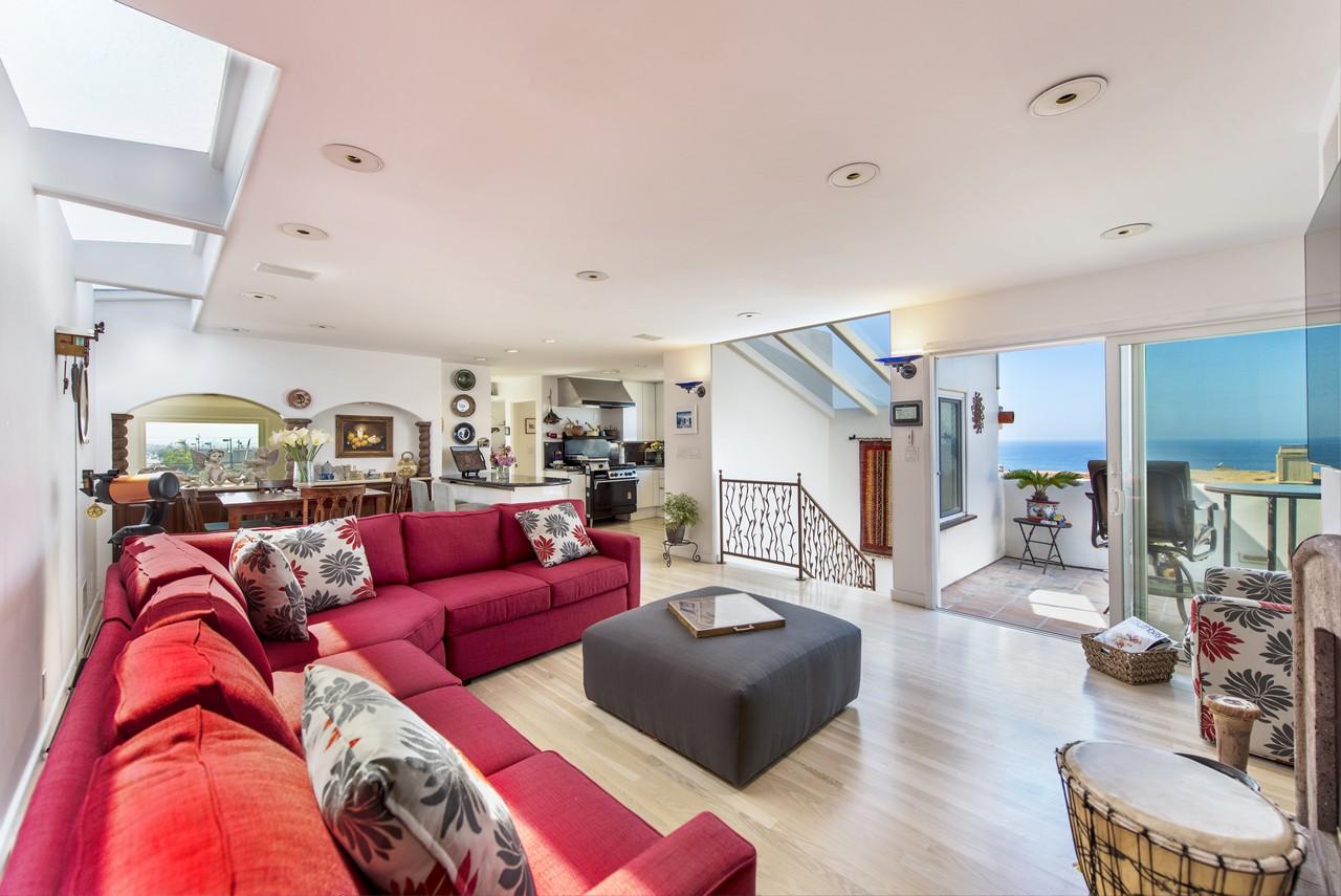 Single Family Home for Sale at 138 15th Pl, Manhattan Beach 90266 138 15th Place Manhattan Beach, California, 90266 United States
