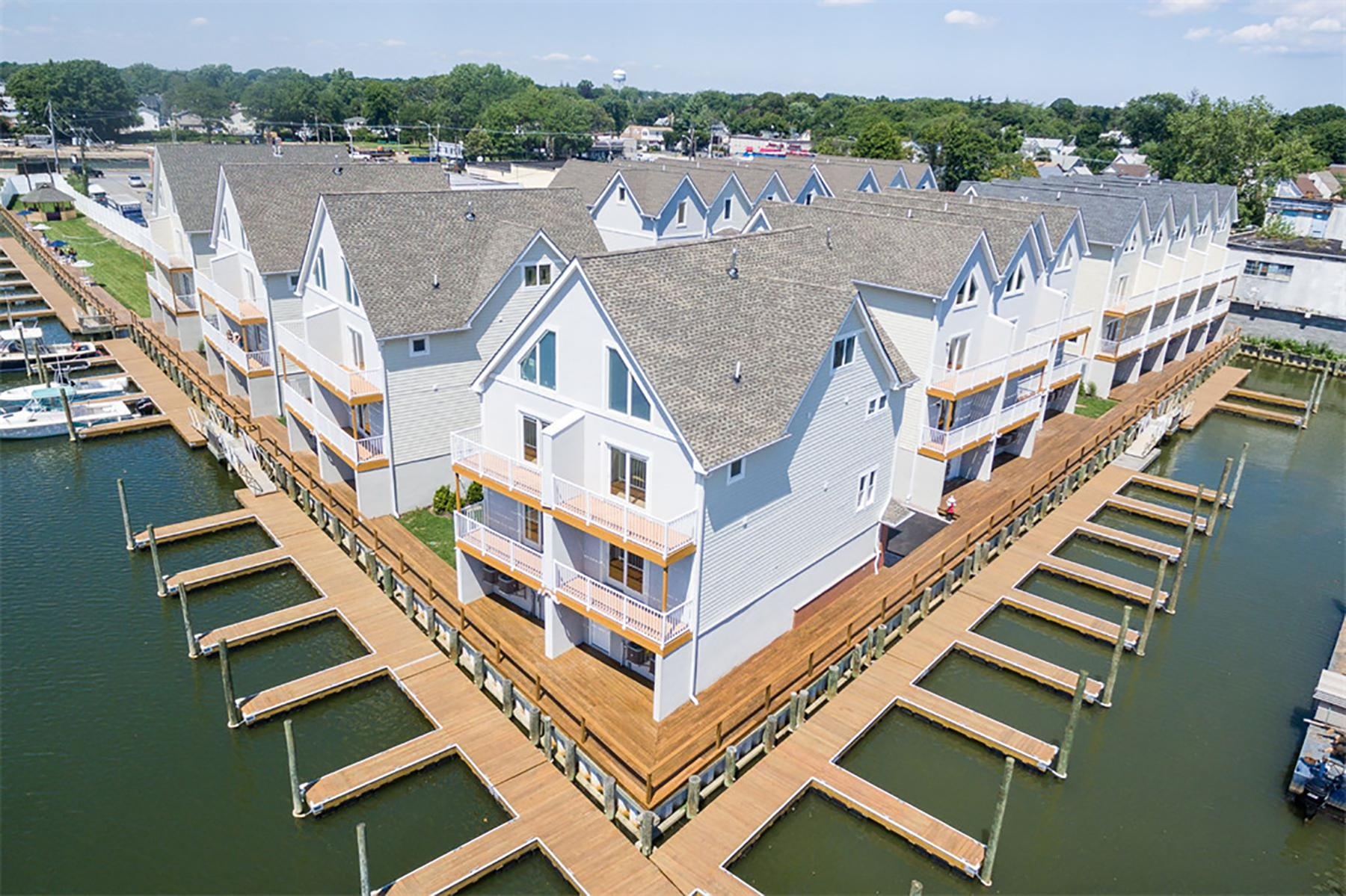 "Condominium for Sale at ""YACHTSMAN'S COVE"" Freeport, New York 11520 United States"