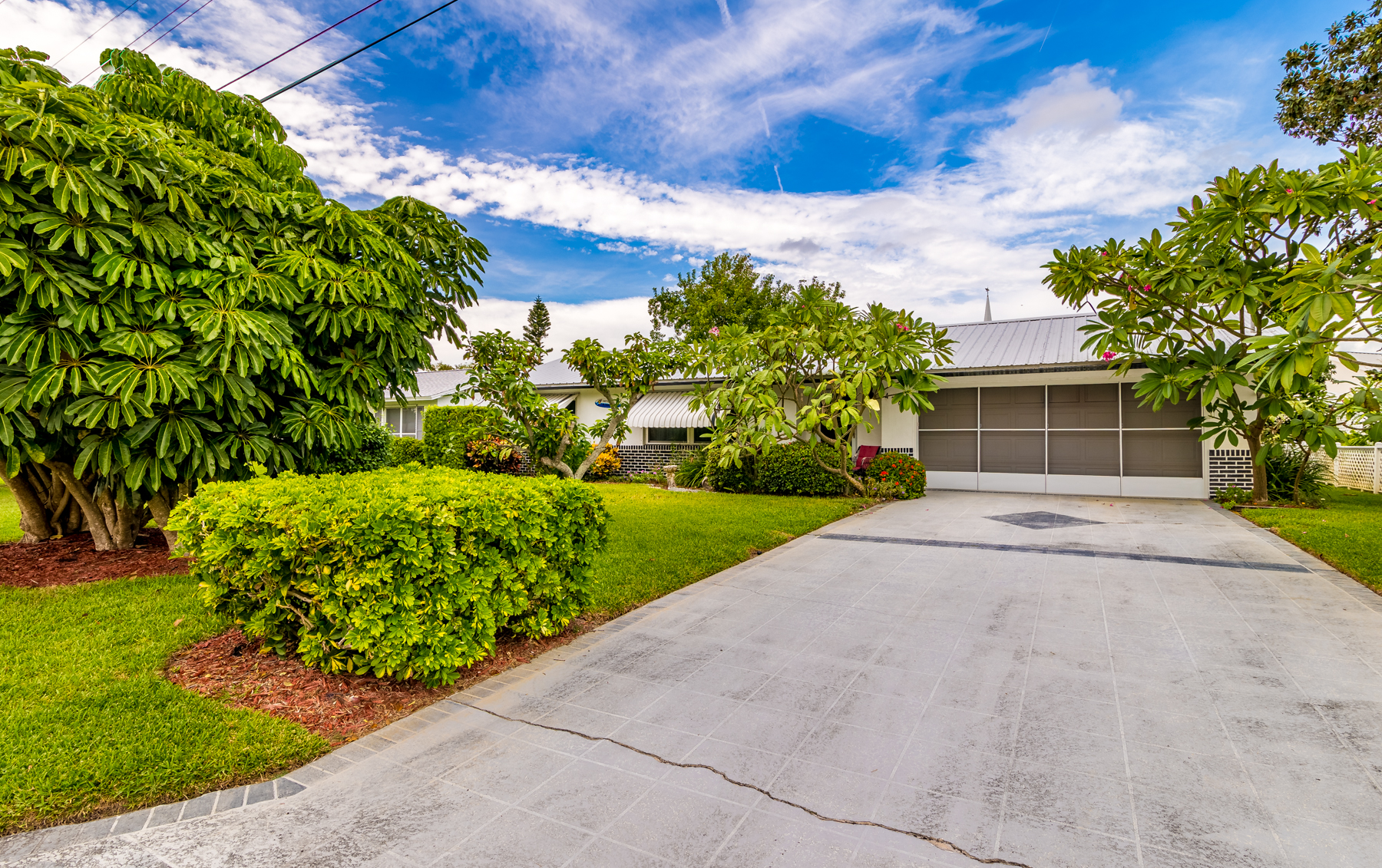 Additional photo for property listing at Charming Updated Home in Riveria Estates 436 Dolphin Street Melbourne Beach, Florida 32951 United States