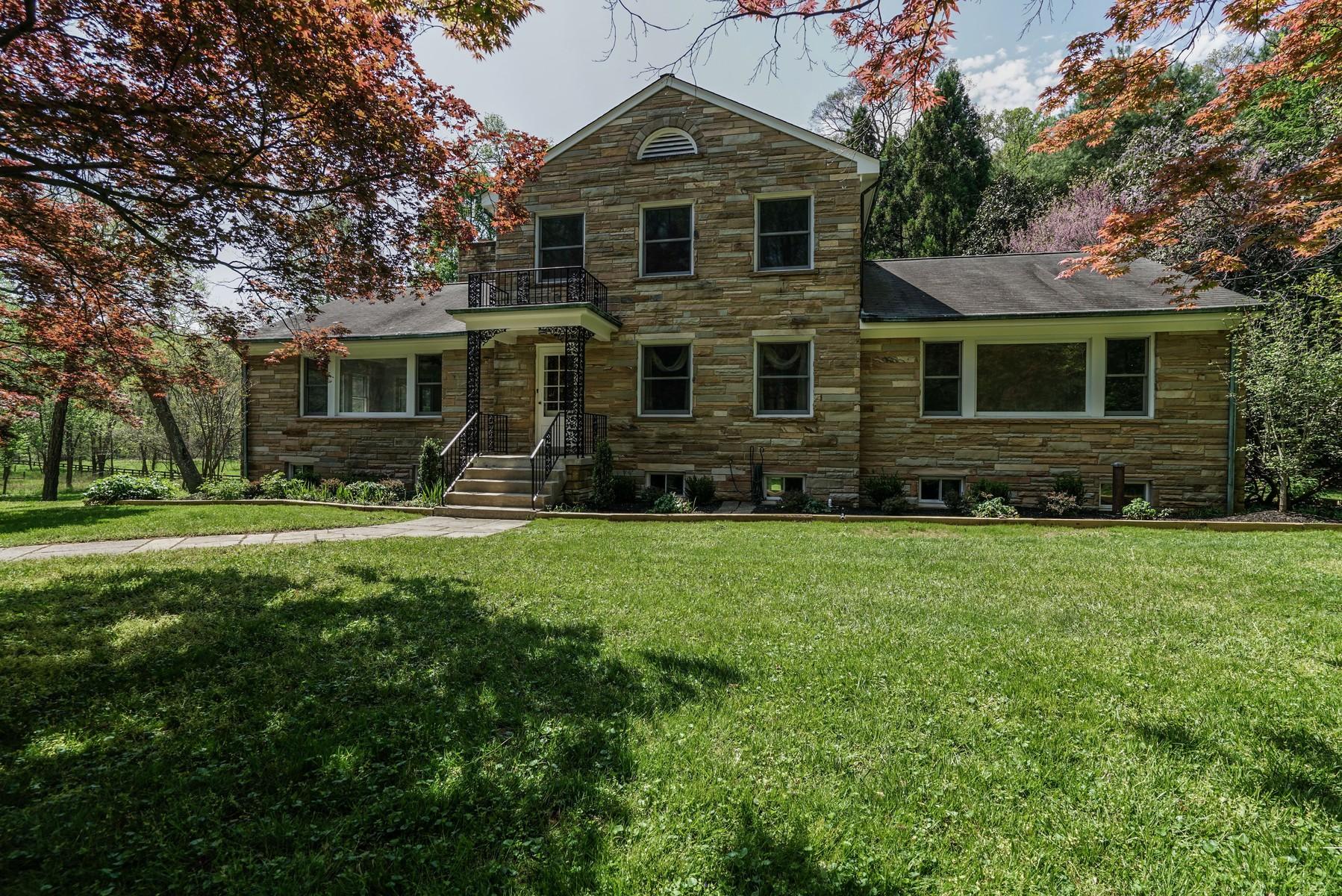 Casa Unifamiliar por un Venta en Stone Colonial on 4 Acres 959 Millwood Ln Great Falls, Virginia, 22066 Estados Unidos