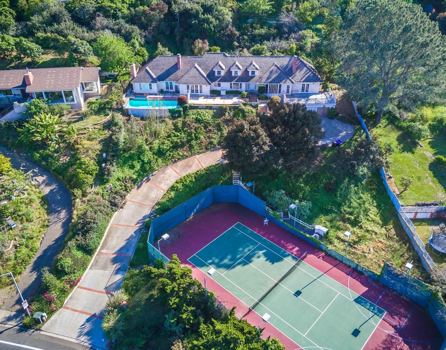 Maison unifamiliale pour l Vente à 2695 Hidden Valley La Jolla, Californie, 92037 États-Unis
