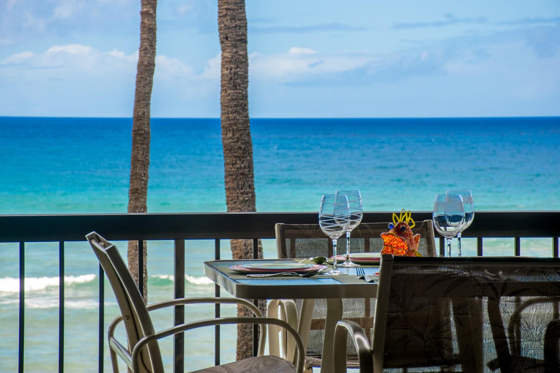 "Condomínio para Venda às Known as ""The Fish Condo"" Beachfront with Spectacular Ocean Views! 3875 Lower Honoapiilani Road, Hale Mahina A-406 Honokowai, Havaí, 96761 Estados Unidos"