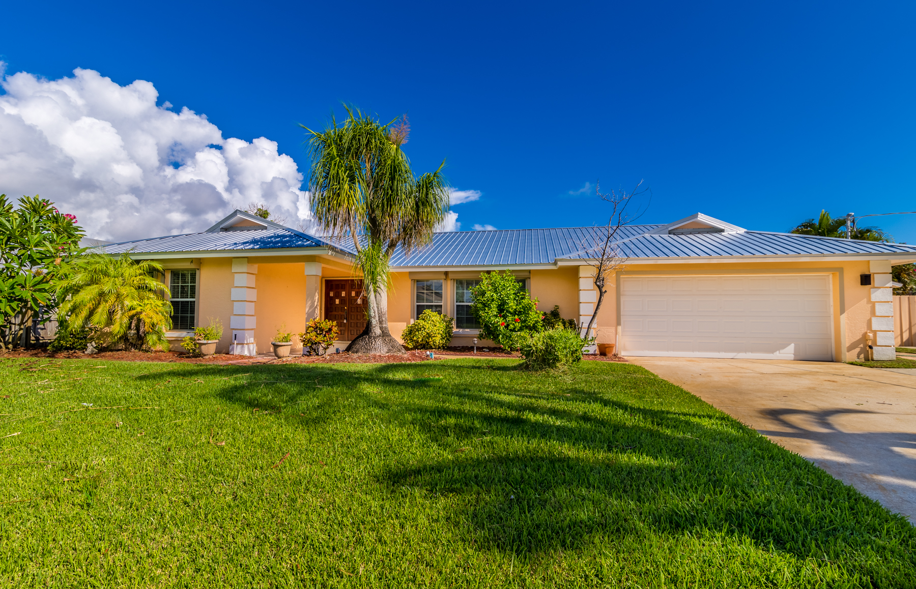 Canal Front Home with Pool and Boat House 290 Hiawatha Way Melbourne Beach, Florida 32951 Vereinigte Staaten