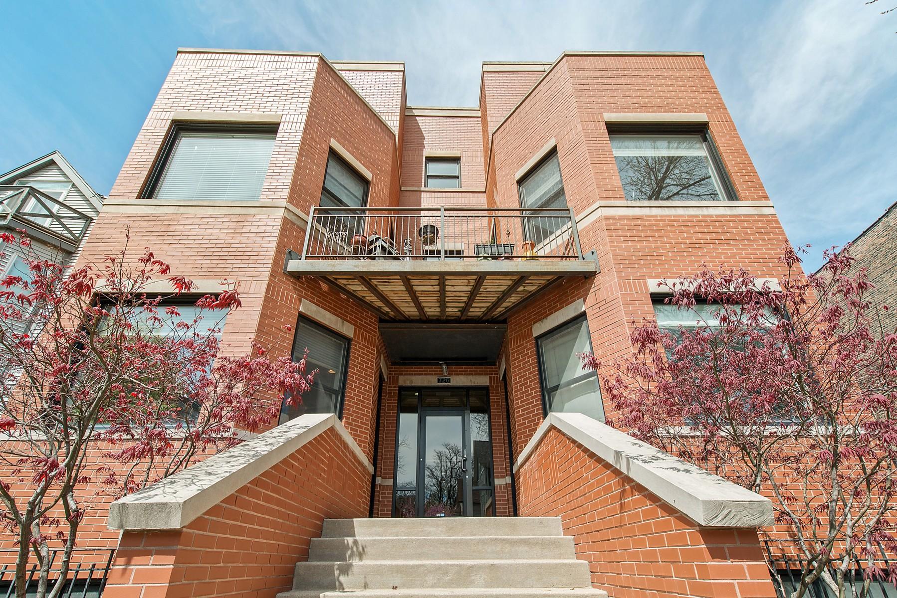 Condominio per Vendita alle ore Move In Ready Duplex Down 726 W Schubert #1FW Chicago, Illinois, 60614 Stati Uniti