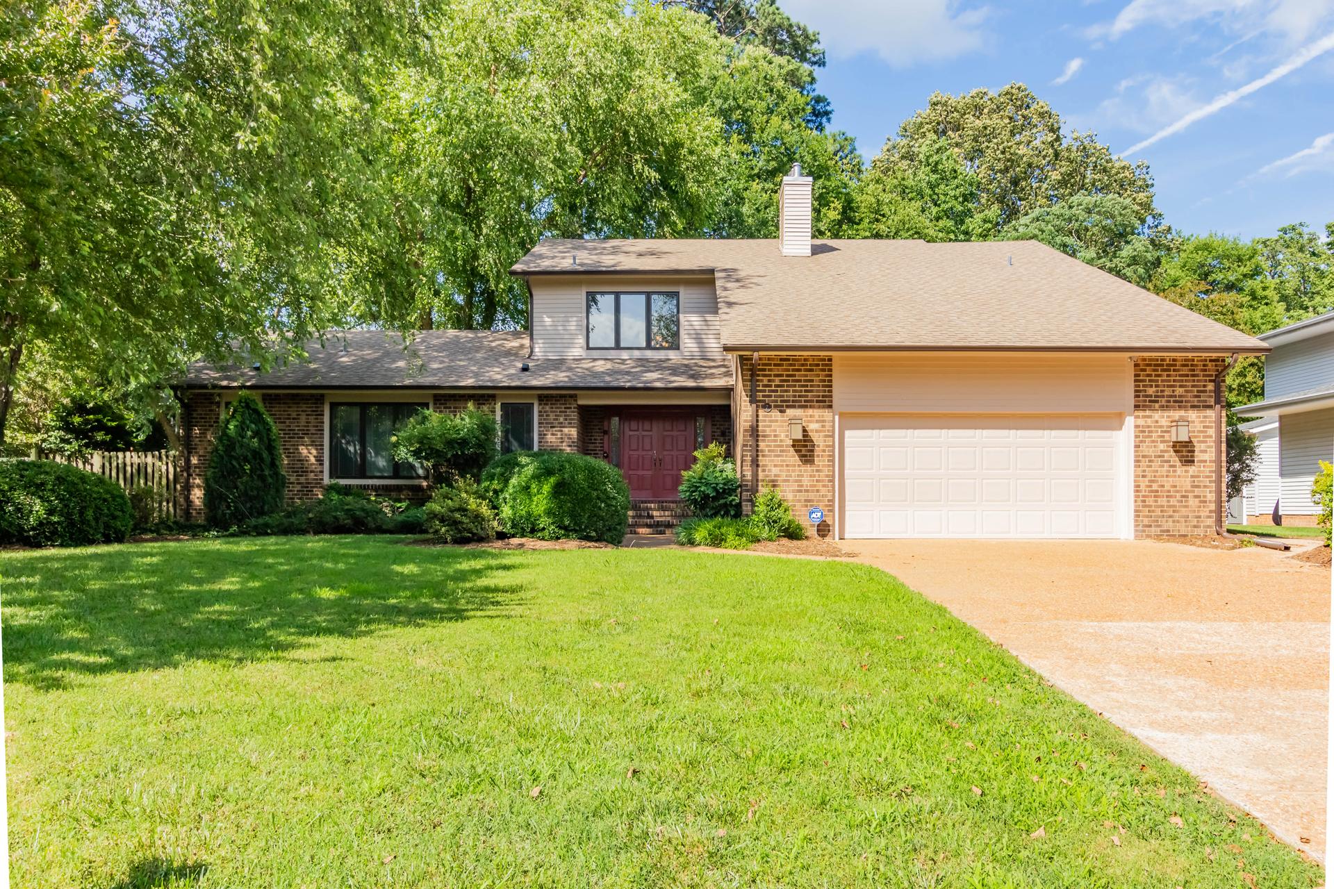 single family homes pour l Vente à Blount Point 7 Blunt Court Newport News, Virginia 23606 États-Unis