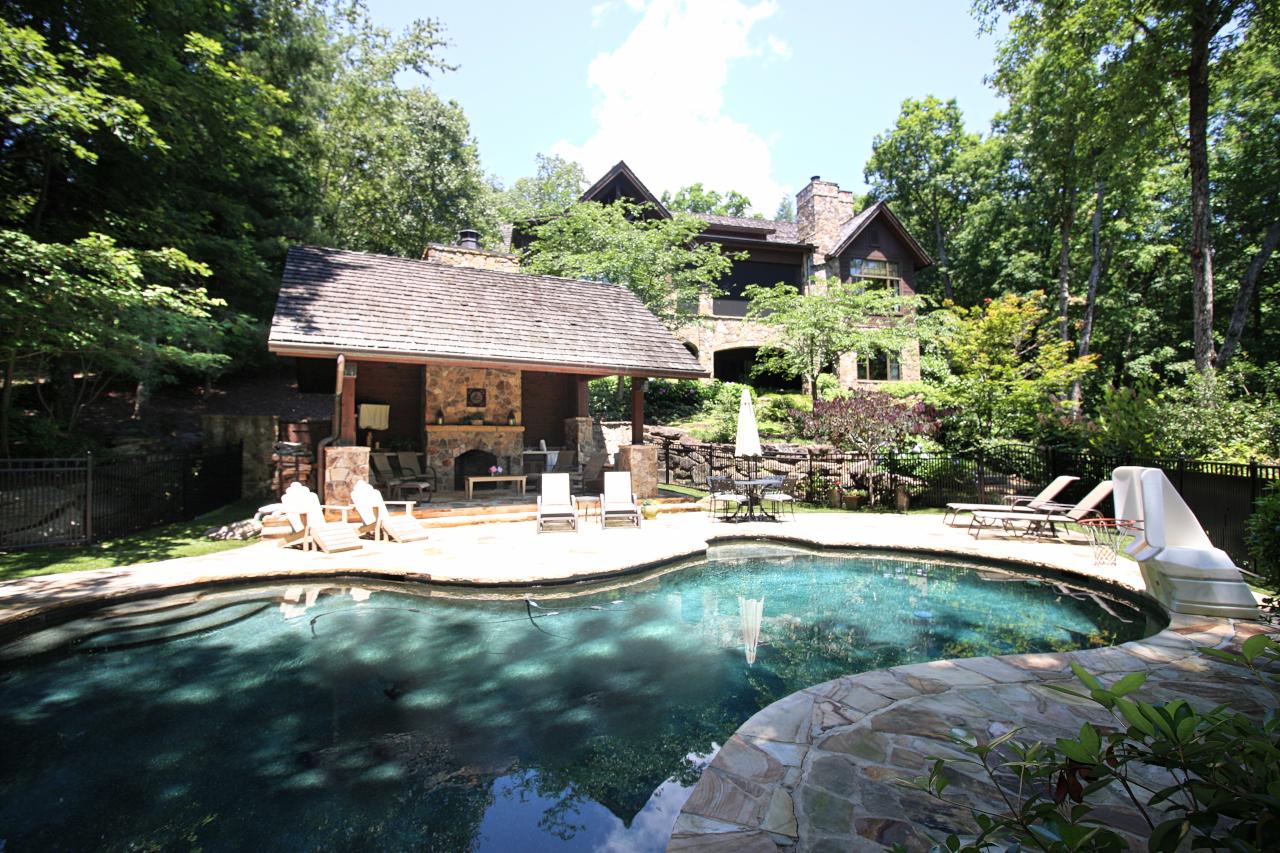 獨棟家庭住宅 為 出售 在 Lakefront Stone & Cedar Custom Home 109 Hawthorn Way The Cliffs At Keowee Vineyards, Sunset, 南卡羅來納州, 29685 美國