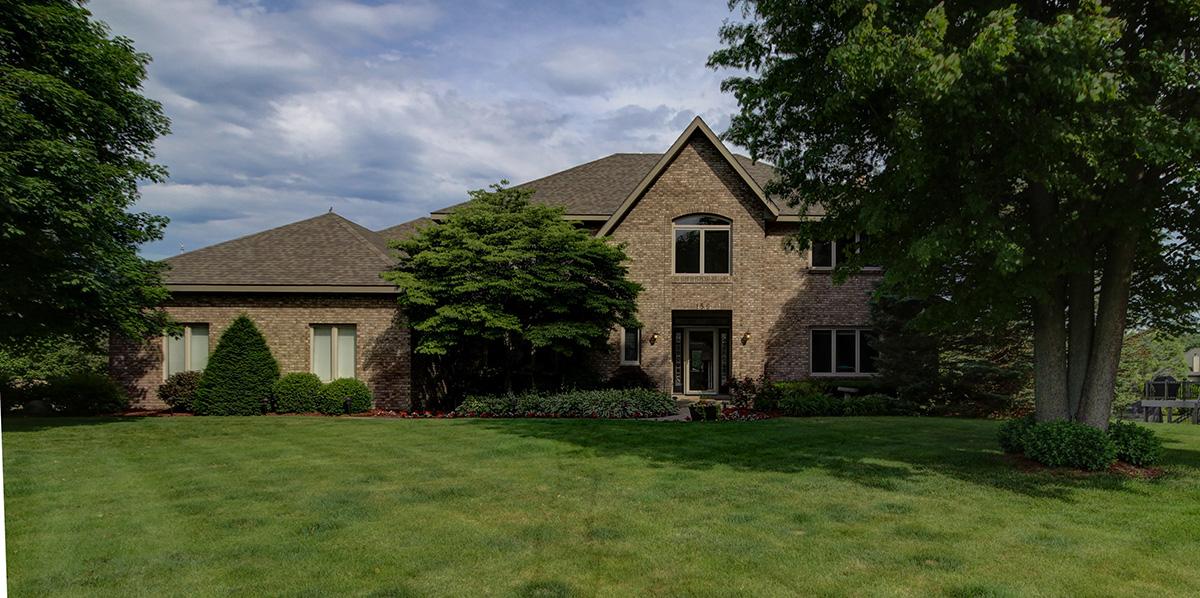 Maison unifamiliale pour l Vente à Privacy, Elegance, and Function 156 Bay Meadows Drive Holland, Michigan, 49424 États-Unis